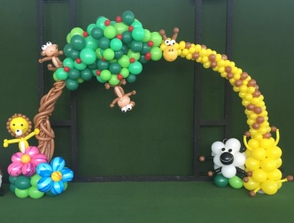 Safari-Sheep-Giraffe-Lion-Monkey-Flower-Balloon-Arch
